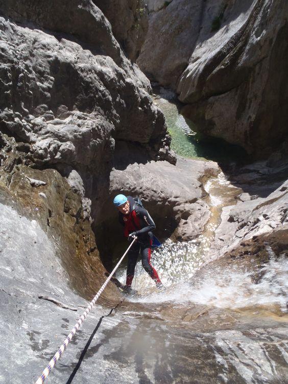 Barranco de Consusa Superior. Tella. Huesca. North Spain.Descenso técnico en un entorno de alta montaña.