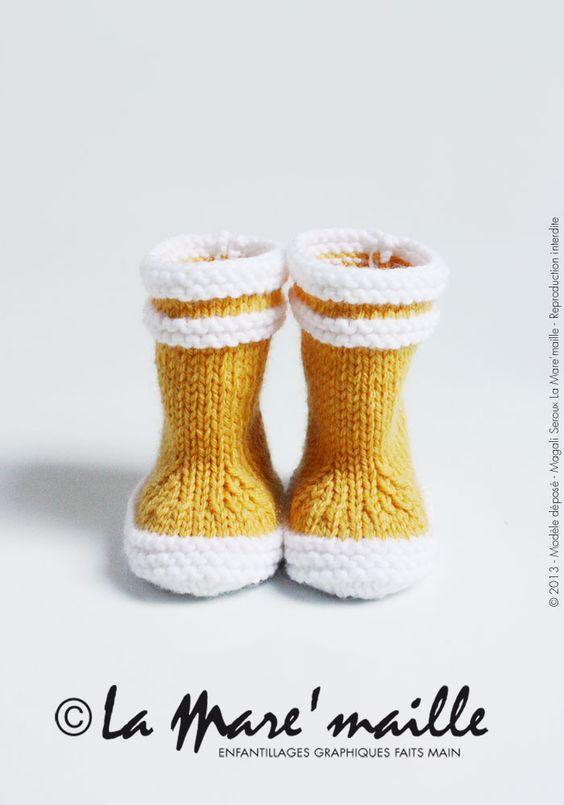 Bottes de marin en laine jaune pour bébé, tricotées main. Modèle déposé à l'INPI sous le n°491625, reproduction interdite. En vente sur http://www.alittlemarket.com/mode-bebe/bottes_de_marin_en_laine_jaune_pour_bebe_-4978289.html                                                                                                                                                      Plus