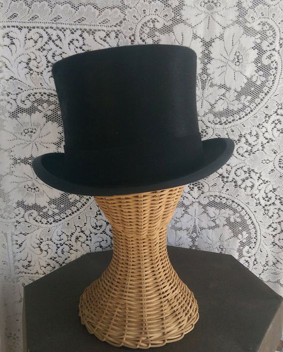 Hey, I found this really awesome Etsy listing at https://www.etsy.com/pt/listing/263159194/top-hat-steampunk-formal-equestrian