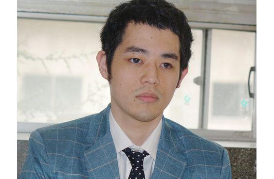 どこかを見つめる濱田祐太郎さん