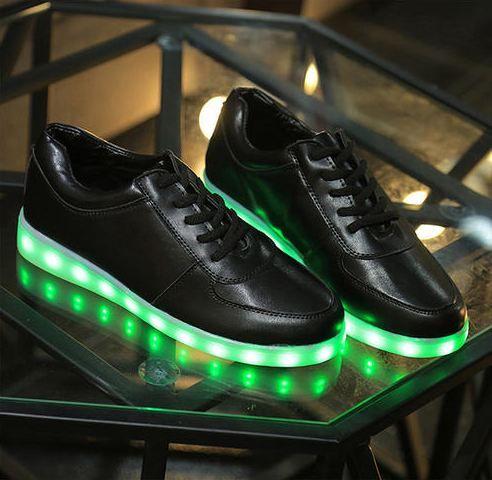 Découvrez aujourd'hui la chaussure led Heart Jacking ! La chaussure led est à la mode pour vous amuser et illuminer la piste de danse sur votre passage.