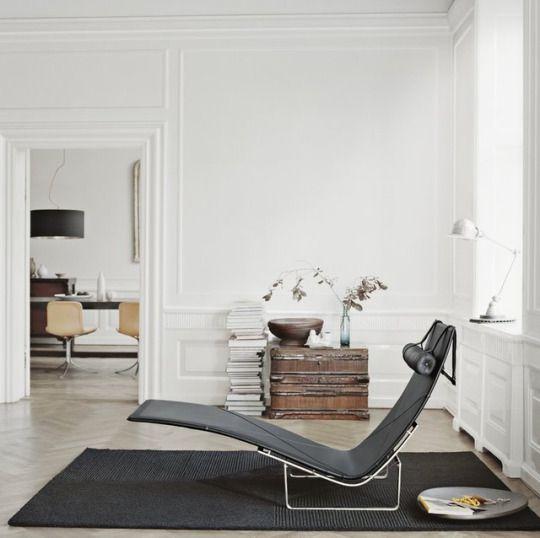 — PK24 Chaise Lounge