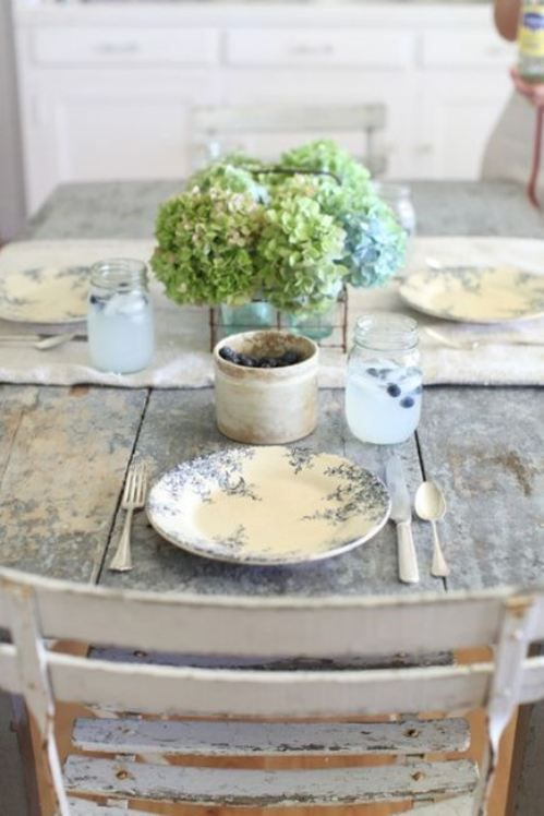A little less formal French Interior: Rustic Table Settings, Tablesettings, Dining Room, Shabby Chic, Place Setting, French Country, Green Hydrangea, Tablescape