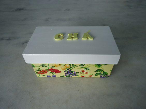 Caixa para chá branco e amarelo com duas divisórias , detalhe de frutas e folhas . www.elo7.com.br/esterartes