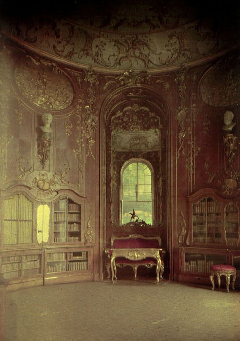 I love this sort of grandeur - slightly dusty and faded. Gorgeous!