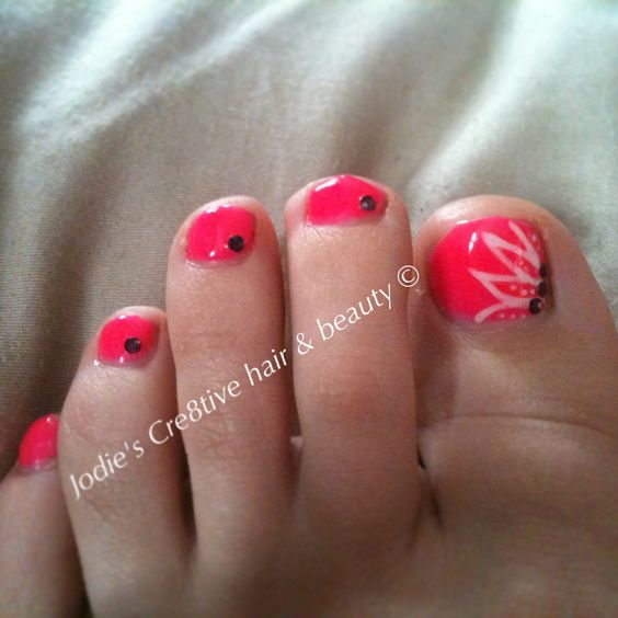 Neon pink toes with glow in the dark art detailing    www.jdhairstylist.co.uk