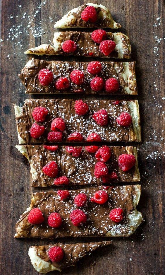 Raspberry Nutella Pizza | Go Go Go Gourmet /gogogogourmet/