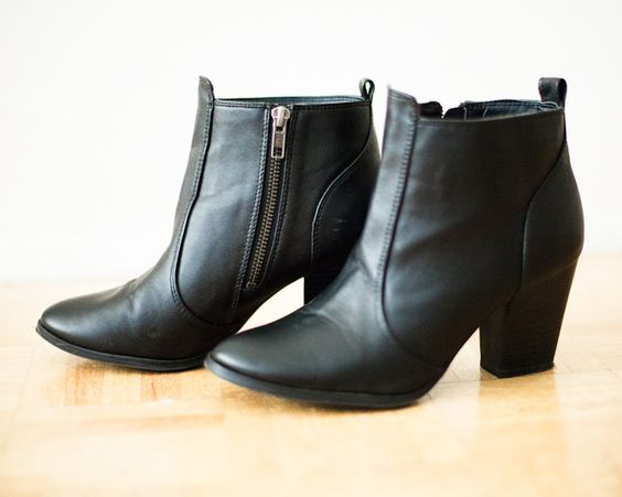 http://jenalyenns.blogspot.com In My Dreams by Jenaly Enns: H Boots
