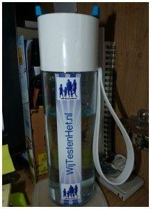 MyMepal Rosti Mepal JustWater fles drinkfles waterfles recensie review persoonlijk ontwerp zelf ontwerpen uniek kleur fles dop strap bedrukking achtergrond afbeelding tekst logo WijTestenHet.nl water drinken milieu kostenbesparing kraanwater ijsklontjes