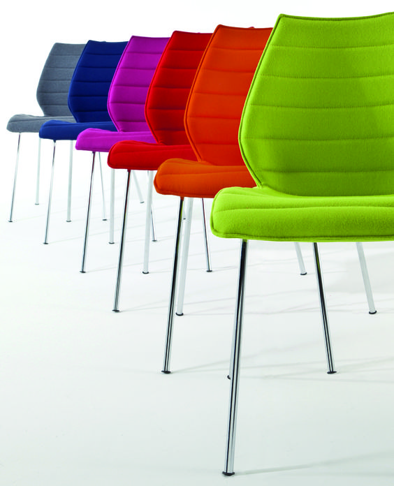 Maui Soft Stuhl entworfen von Vico Magistretti für das italienische Label Kartell. @ 4D OUTFITTERS BREGENZ
