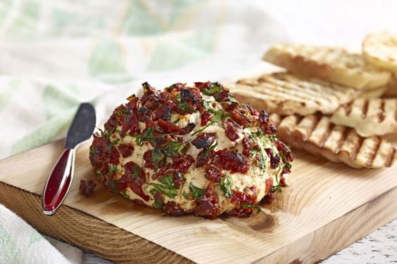 En quête d'un nouveau hors-d'œuvre pour votre prochain barbecue? Cette tartinade de fromage fondu simple comme bonjour se prépare sur le gril pour encore plus de plaisir.
