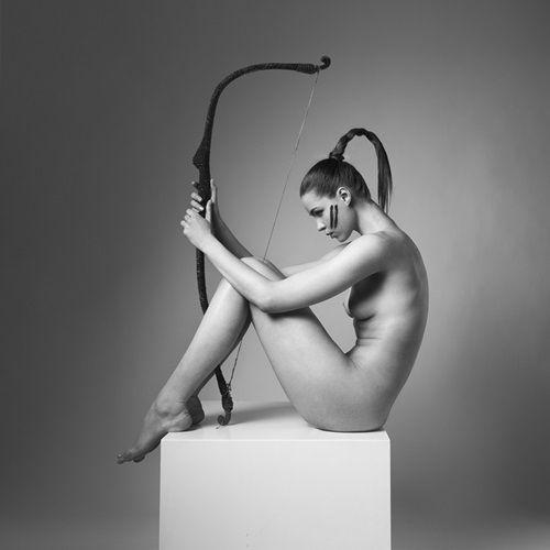 Sagitário - Ensaio usa mulheres nuas para mostrar a sensualidade de cada signo