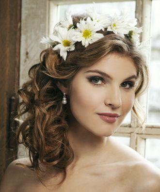 Semi-Recogido con Corona de Flores Peinado de Novia
