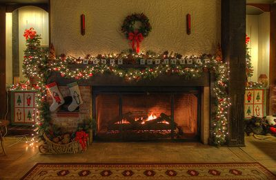 Decorated christmas mantle christmas decorations xmas christmas mantle christmas fireplace christmas decor