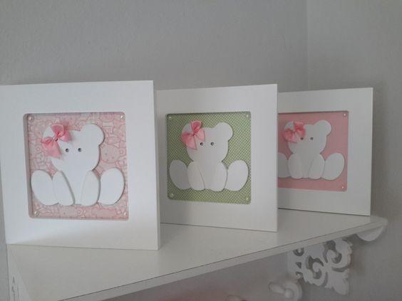 Quadros em MDF laqueados na cor branco e trabalhados com tecidos. <br> <br>Quadros e ursinhas - laqueados <br> <br>O valor refere-se a 3 quadrinhos (Trio de quadros) <br> <br>Os tecidos podem ser ser variados de acordo com a decoração do ambiente.
