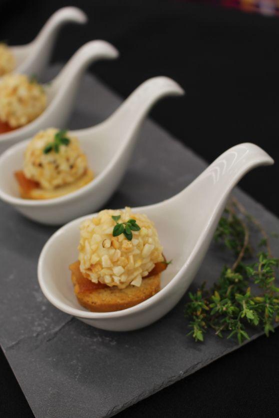 Crostini com brigadeiros de queijo de cabra | foodwithameaning