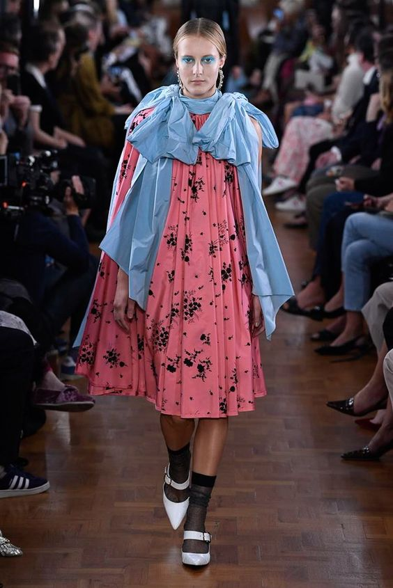 Erdem Spring 2019 Ready-to-Wear collection, runway looks, beauty, models, and reviews.
