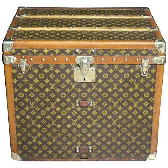 1930s Louis Vuitton Monogramm Hat Box Steamer Trunk   From a unique collection…