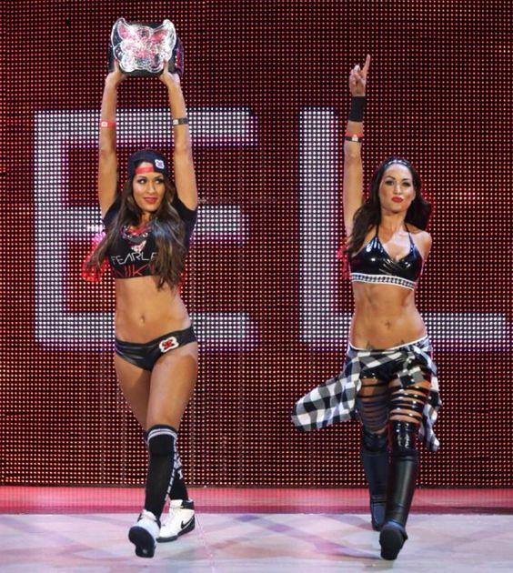 WWE The Bella Twins (Divas Champion Nikki Bella & Brie Bella) vs Alicia Fox & Natalya