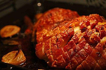 Schweineschulter / Schäufele knusprig mit Beilagen aus dem Römertopf (Rezept mit Bild) | Chefkoch.de