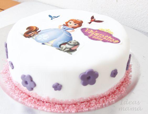 Tarta princesa Sofia, decorada con fondant e impresiones comestibles en papel de azúcar.