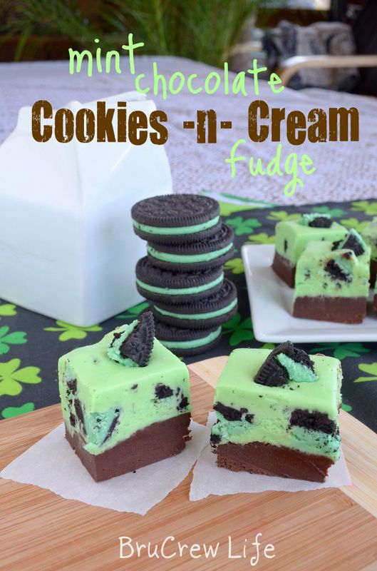 Mint Chocolate Cookies N Cream Fudge  - Chocolate fudge topped with a mint Oreo fudge #Oreo #fudge #mint http://www.insidebrucrewlife.com