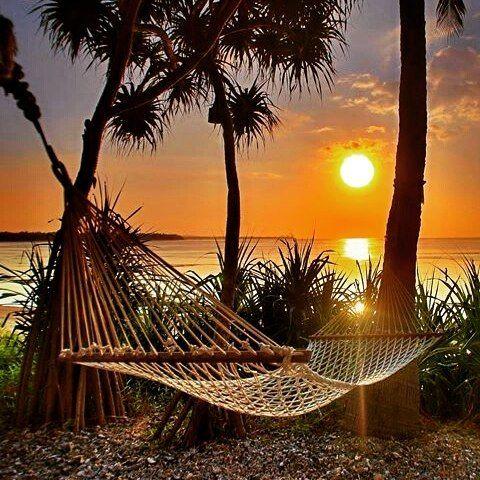 Final de semana se aproximando!   Foto: @golden_heart #relax #sextalinda #live #love #life #like4like #follwme #viagem #viajar #travel #trip #travelingram #instagram #instapic #pic #instagood #paradise #sun #tranquilidade #enjoy #boatardee #goodafternoon by viagensememorias