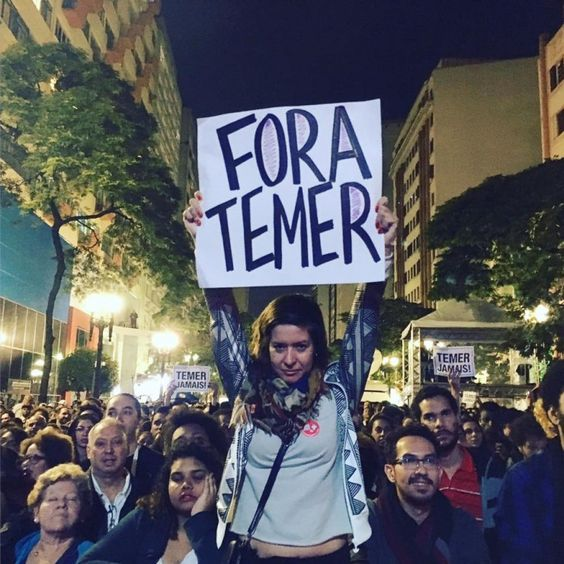 Tv Globo: Rídicula, golpista, assassina,. sonegadora, vamos fechar suas portas! O Brasil não mere ce isto!  Até quando?