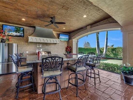 6411 Highcroft Dr Naples Fl 34119 Brick Exterior House Patio House Styles