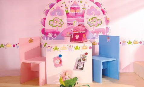 Dieser Kindertisch mit Stühlen sieht einfach märchenhaft aus. Mit der detaillierten Bauanleitung kannst du es leicht nachbauen.