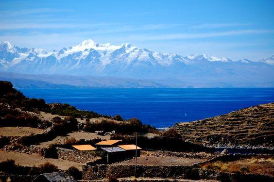 Vue sur l´île du Soleil et la Cordillère Royale, Lac Titicaca, Bolivie