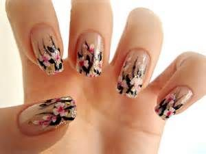 white-pink-flowers-nail-art
