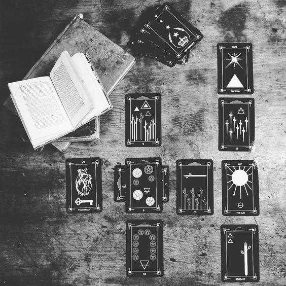 6 Beautiful, Aesthetically Pleasing, Black and White, Minimalist Tarot Decks