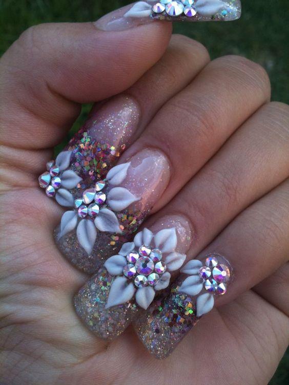 uñas con hermosas piedras
