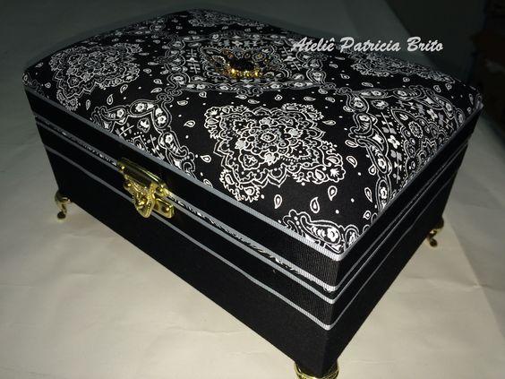 Caixa baú modelo XIV - cartonagem revestida em tecido 100% algodão. Porta-joias. Caixa bijuteria