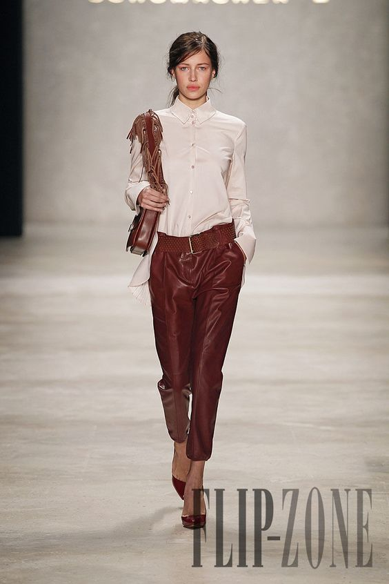 Schumacher Fall-winter 2012-2013 - Ready-to-Wear - http://www.flip-zone.com/fashion/ready-to-wear/independant-designers/schumacher-2485