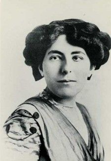 """This Week in History - Premiere of the musical """"Show Boat,"""" based on a novel by Edna Ferber 