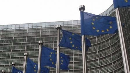 """Pregopontocom @ Tudo: União Europeia e Suíça debatem hoje restrições à i...  A Comissão Europeia tinha anunciado, no dia do referendo, que ia avaliar as relações bilaterais com a Suíça devido às limitações. """"A UE vai examinar as implicações dessa iniciativa nas relações UE-Suíça como um todo,"""" informou a comissão em um comunicado emitido depois do resultado do referendo."""