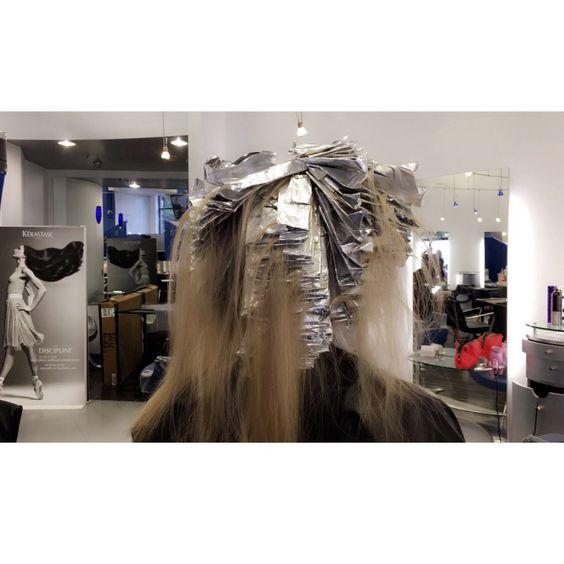 Foils on foils 🙌🏻 #blondeaddiction #salonlife #arlingtonva #blonde #clarendonva #spa #hair #hghlights #behindthechair #foils #urbanhalosalon