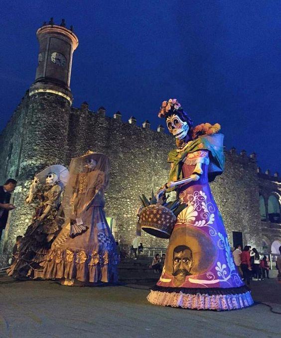 Catrinas gigantes, palacio de cortèz (Cuernavaca, Morelos)