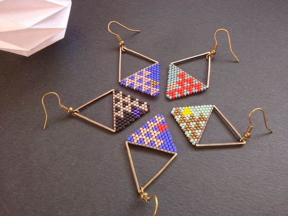"supercheries: Nouvelle série, Boucles d'oreille ""brick stitch"" par SUPERCHERIES"