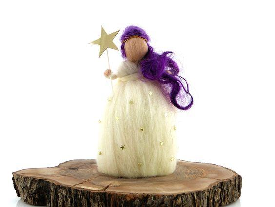 Peri Keçe BebekPeri keçe bebek,saçları, sihirlideğneğivekıyafetindekidetaylar ile tam birkoleksiyon ürünüdür.Doğal keçe, işlemesi oldukça zahmetlibir materyaldir ancak nitelikleri bakımından yüzyıllardır kullanılmaktadır.