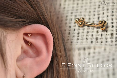 5pointleo:  Custom curved barbell designed by the customer for her Rook piercing. ANYTHING you want is possible with BVLA!