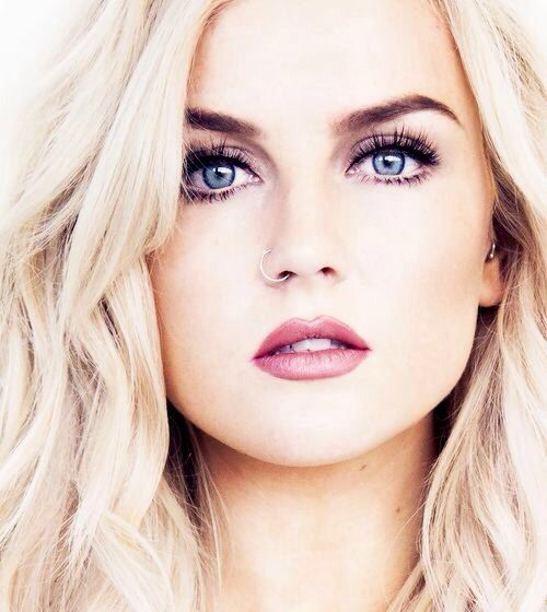 blue eyes blond hair perrie edwards nails done hair. Black Bedroom Furniture Sets. Home Design Ideas