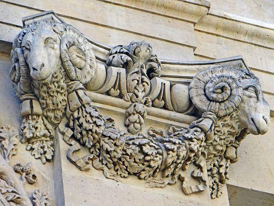 Paris 6e - Hôtel de Sourdéac - Chapiteau à têtes de béliers