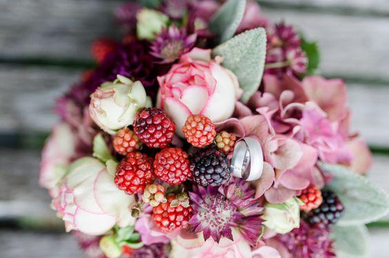 Hochzeit in Beerenfarben   #Brautstrauss #Hochzeitsstrauss