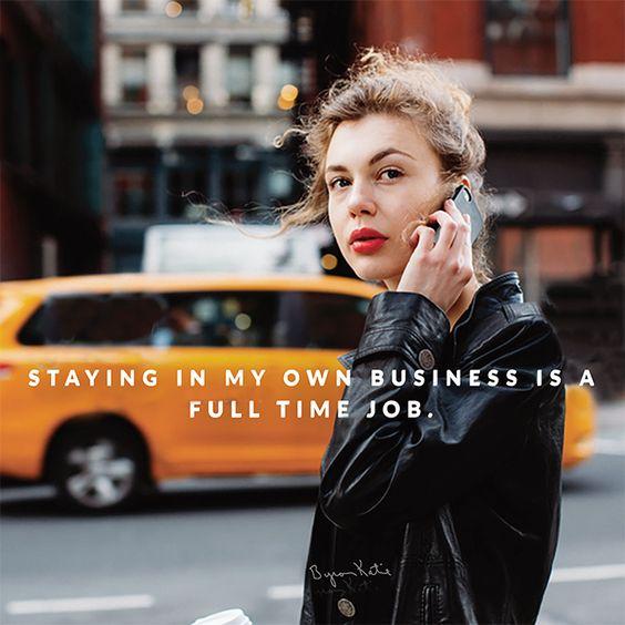 להתעסק רק בעניינים שלי הוא עבודה במשרה מלאה. ~ ביירון קייטי