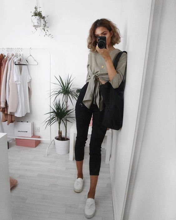 closet, basic top mirror selfie┊soyvirgo.com @soyvirgos on ig for business inquires!࿐♡ ☆˖۪۪̥°̥.
