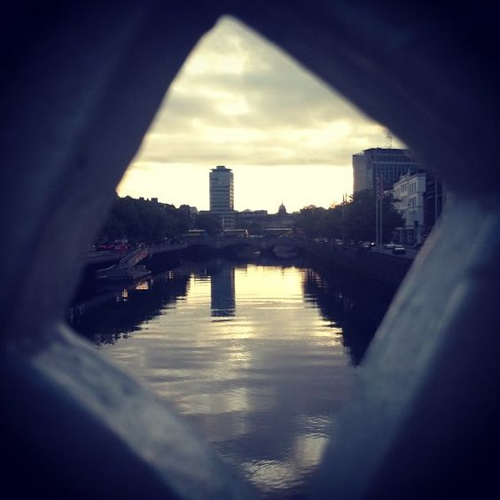Ha'Penny's frame #hapenny #bridge #liffey #dublin #frame #sunrise #summer #ireland