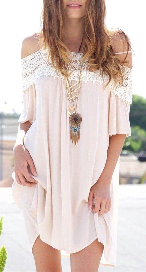 Look Boho | Colar comprido de mandala, hippie chic, vestido com renda ombro a…